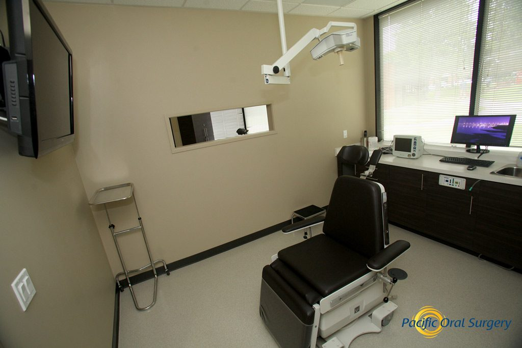 Office tour of Treatment Room Pacific Oral Surgery